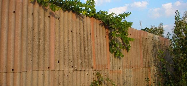 Как сделать забор из шифера своими руками поэтапно 61