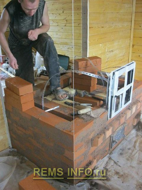 Фиксируем ленты для крепления дверцы камина.