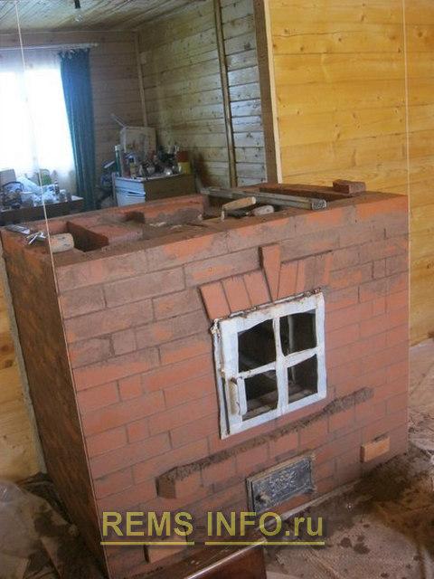 Делаем перекрытие камина и выводим внешние стены.