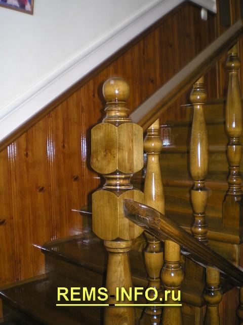 Лестница на косоурах с креплением к стене4.