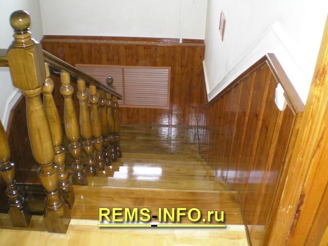 деревянная лестница на второй этаж фото1.