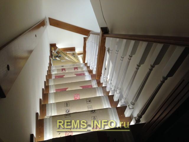 Отделка ступеней бетонной лестницы деревом - фото.