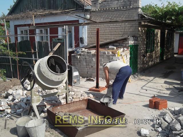 Установленная бетономешалка