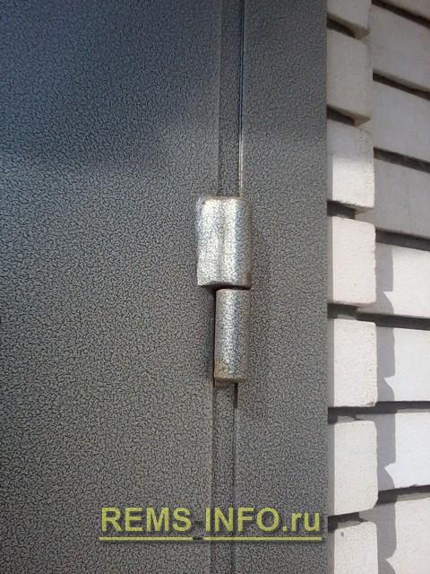 Правильное приваривание навесов металлической входной двери.