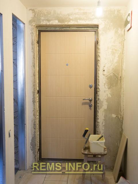 Дверной проем до установки откосов.