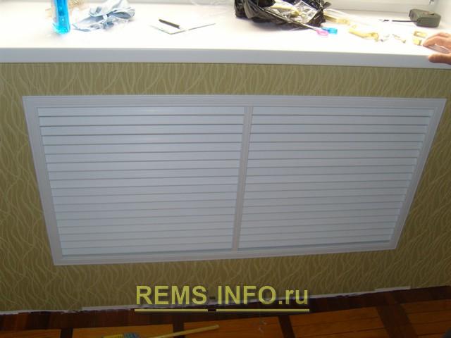Радиатор отопления закрытый декоративным экраном.
