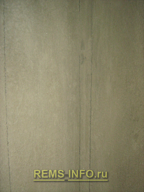 вертикальные линии в углах в качестве маяков при укладке плитки