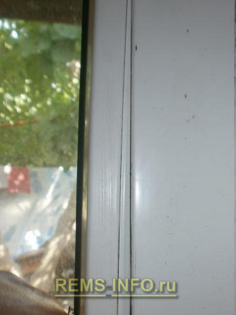 установка штапиков после замены стеклопакета пластикового окна.