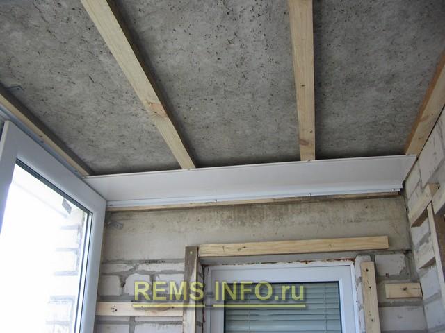 Как сделать потолок пвх панелями на лоджии.