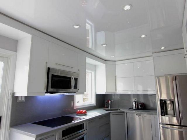 фото потолки на кухню
