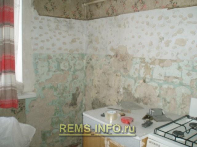 Ремонт кухни 6 кв м – удалили старую плитку.