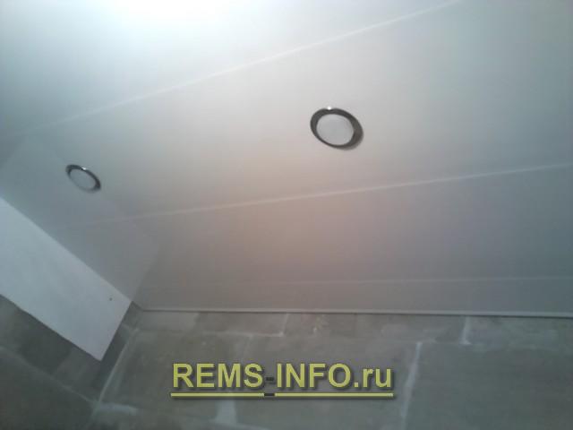 потолки из пластиковых панелей фото в ванной