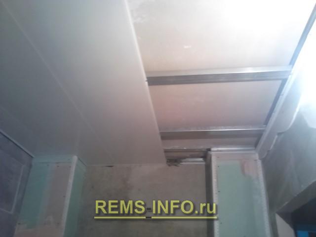 Как сделать потолок из пластиковых панелей своими