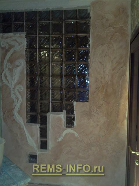 Нанесение барельефа на стену.