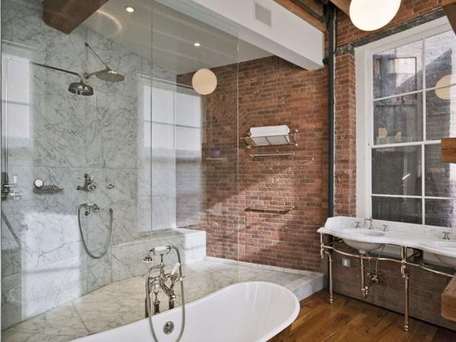 Комбинированная отделка ванной.