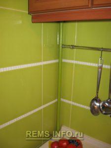 Кухня фисташкового цвета1