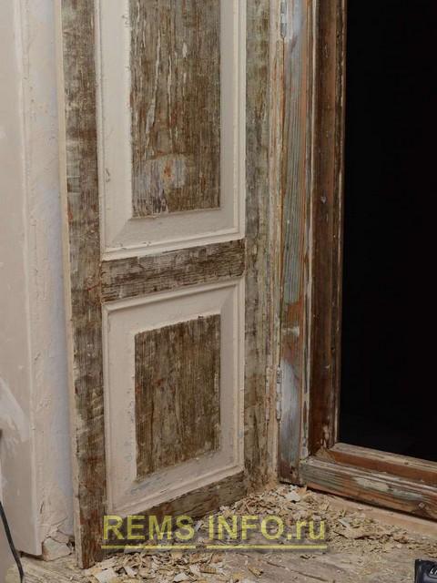 Реставрация деревянного окна - процесс снятия старой краски термофеном 2.