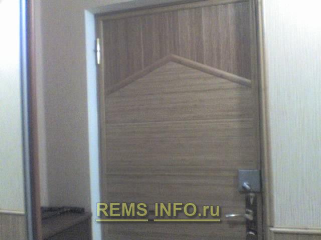двери отделанные бамбуком.