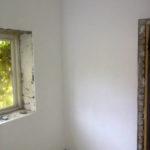 покраска стен водоэмульсионной краской.