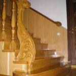 Лестница на второй этаж для частного дома.