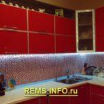Установка светодиодной ленты на кухне.