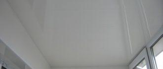 Отделка балкона ПВХ панелями.