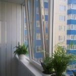 Отделка балкона панелями ПВХ.